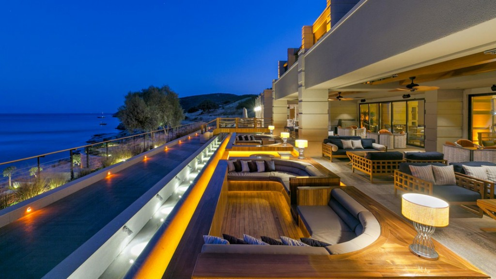 Caresse-Bodrum-Glass-Lounge-Bar-Riva-Lounge-Both